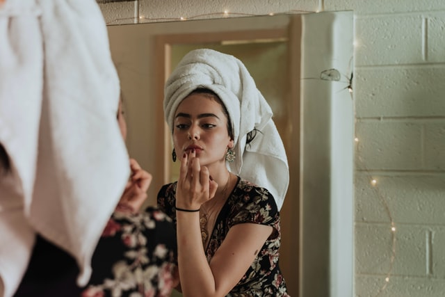 How to Stop Obsessively Checking Your Acne